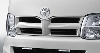 Решетка крашенная для Toyota HIACE TRH200V-RRPDK-G (Июль 2010–Май 2012)